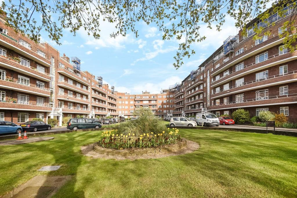 2 Bedrooms Flat for sale in Gliddon Road, Barons Court, W14
