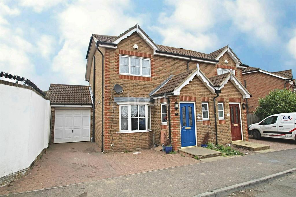 3 Bedrooms Semi Detached House for sale in Lodge Hill Lane, Rochester