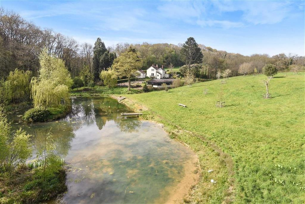 4 Bedrooms Detached House for sale in Waterrow, Taunton, Somerset, TA4
