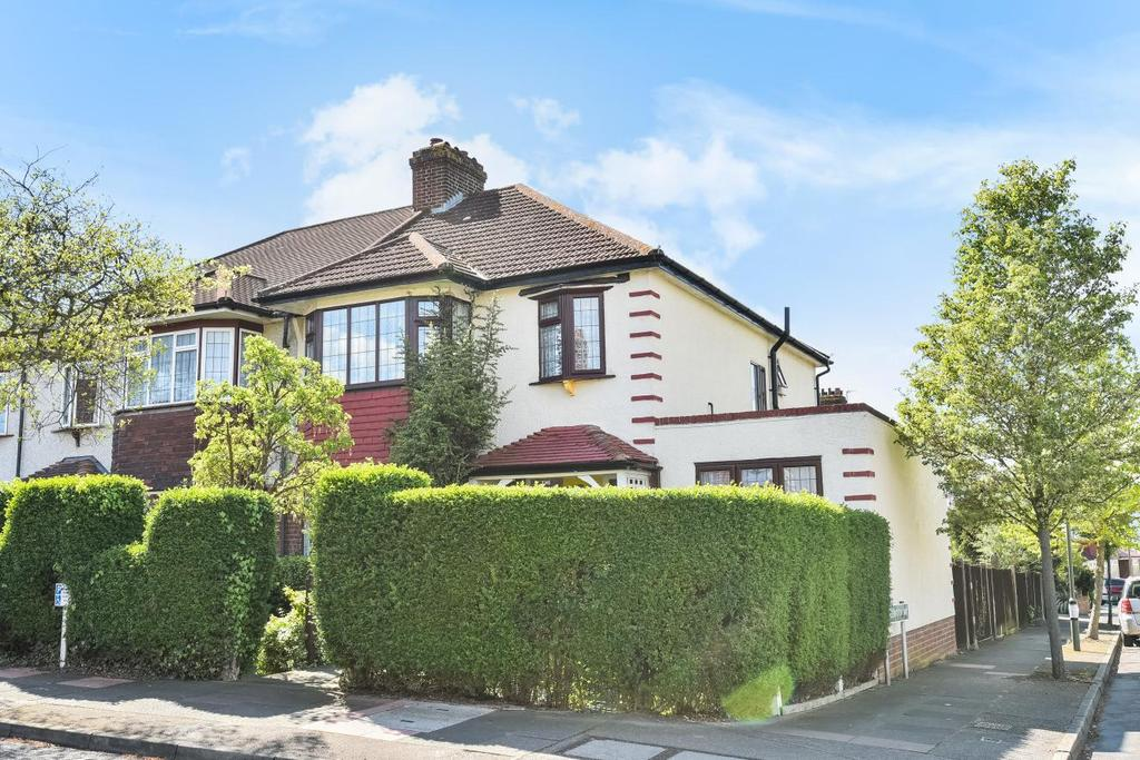 4 Bedrooms Semi Detached House for sale in Sherwood Way, West Wickham, BR4