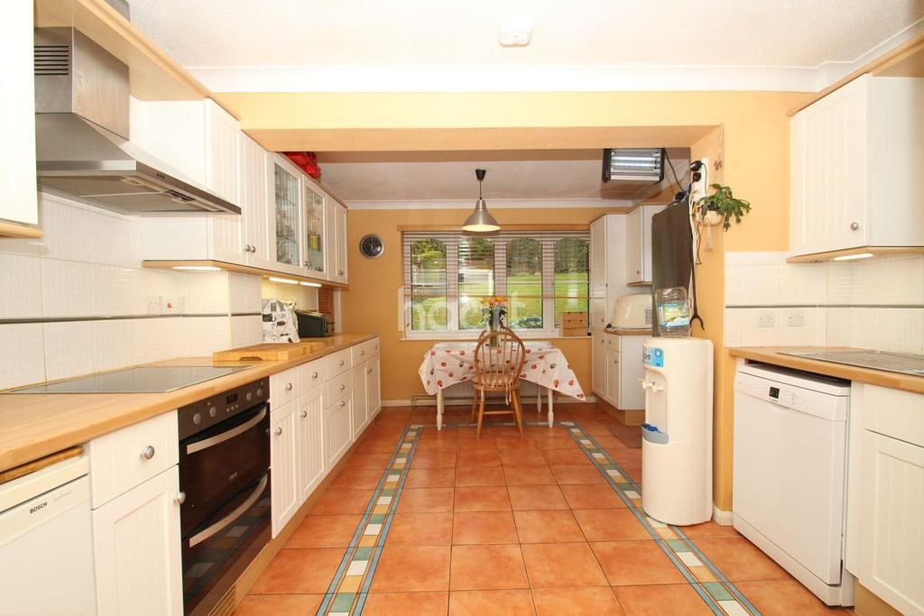 4 Bedrooms Detached House for sale in Highgrove Road, Walderslade