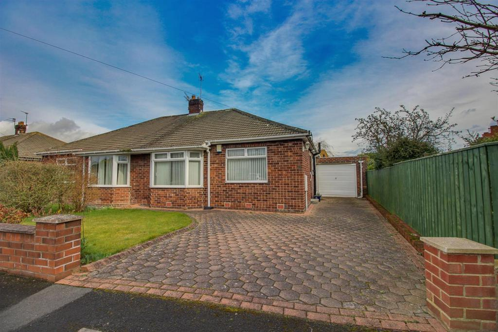 2 Bedrooms Semi Detached Bungalow for sale in Milford Gardens, Brunton Park, Newcastle Upon Tyne