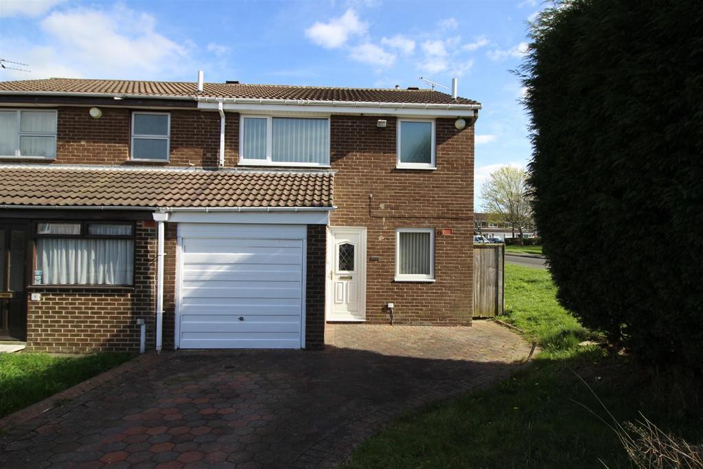 3 Bedrooms Semi Detached House for sale in Thornbury Close, Tudor Grange