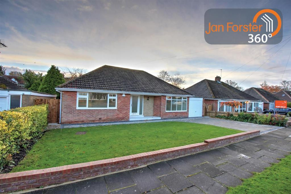 3 Bedrooms Detached Bungalow for sale in Newlands Avenue, Melton Park, Newcastle Upon Tyne