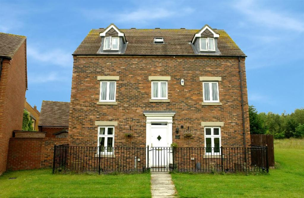5 Bedrooms Detached House for sale in Barmoor Drive, Melbury, Newcastle Upon Tyne