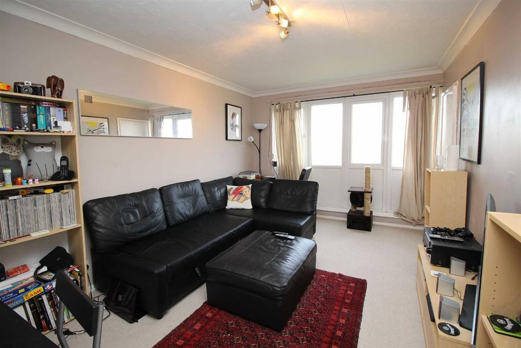 2 Bedrooms Flat for sale in Haydon Close, Gosforth, Newcastle Upon Tyne