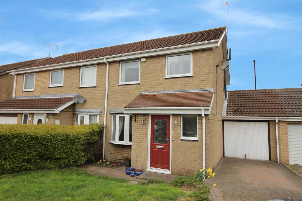 3 Bedrooms Semi Detached House for sale in Dereham Court, Meadow Rise, Newcastle Upon Tyne