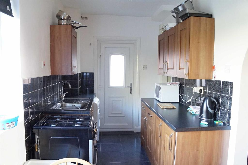 3 Bedrooms Semi Detached House for sale in Brieryside, Blakelaw, Newcastle Upon Tyne