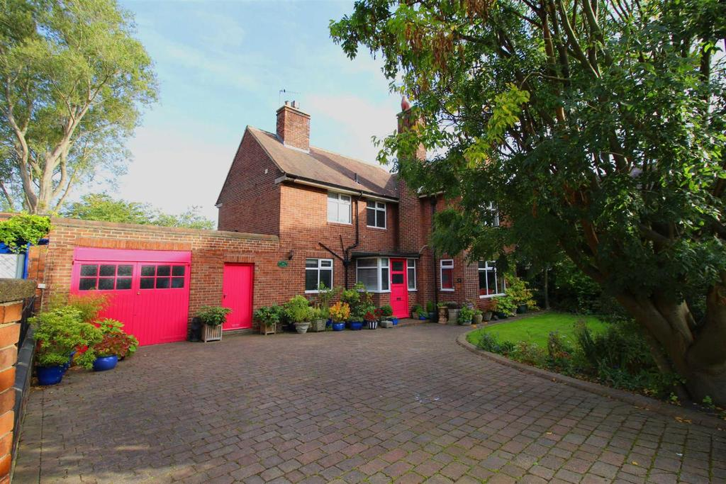 4 Bedrooms Detached House for sale in Moorside South, Fenham, Newcastle Upon Tyne