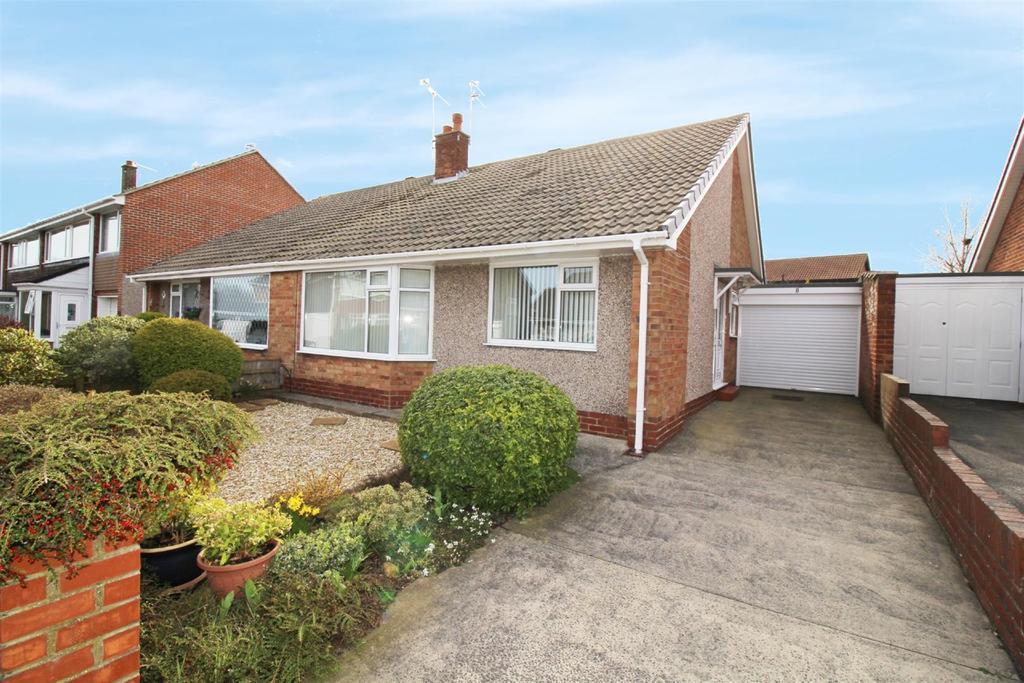 2 Bedrooms Semi Detached Bungalow for sale in Ludlow Avenue, Preston Grange, North Shields