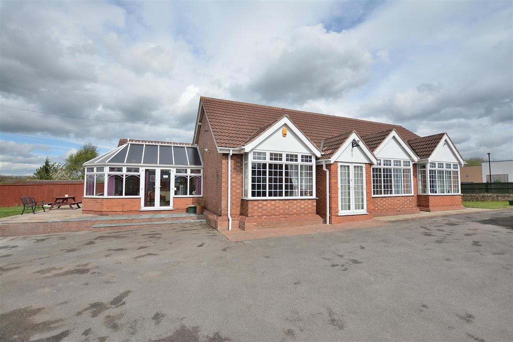 3 Bedrooms Detached Bungalow for sale in Mansfield Road, Skegby