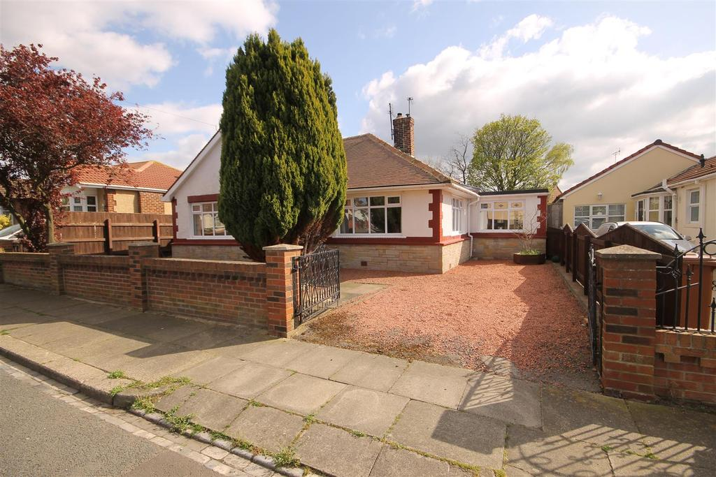 3 Bedrooms Detached Bungalow for sale in Torquay Avenue, Fens Estate, Hartlepool