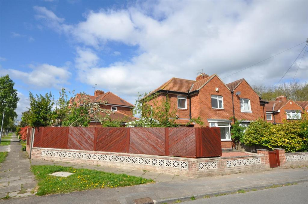4 Bedrooms Semi Detached House for sale in Irwin Avenue, Heworth Green, York