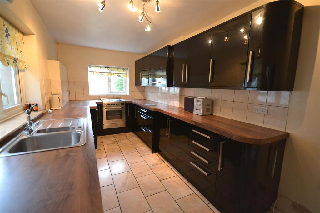 3 Bedrooms Terraced House for sale in Neyland