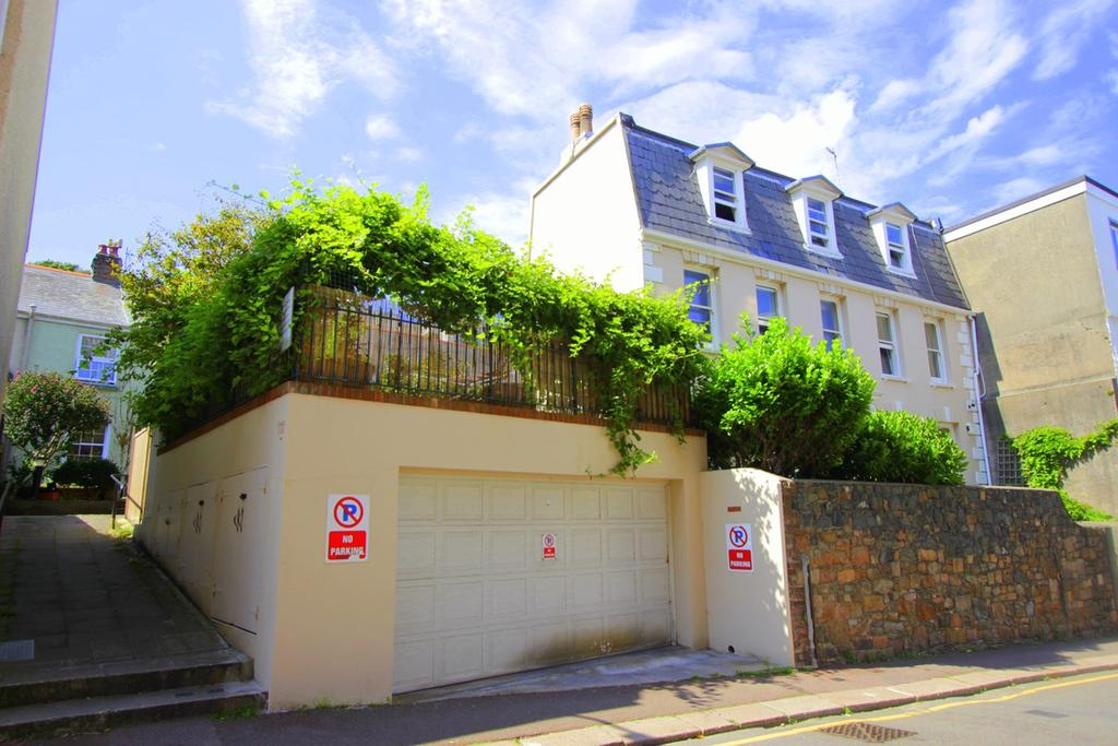 4 Bedrooms Town House for sale in 6 La Chasse, St Helier, Jersey, JE2