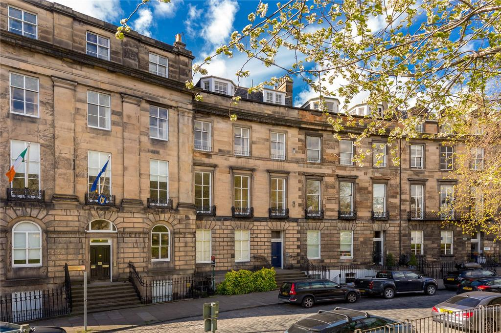 3 Bedrooms Flat for sale in 15/2 Randolph Crescent, New Town, Edinburgh, EH3