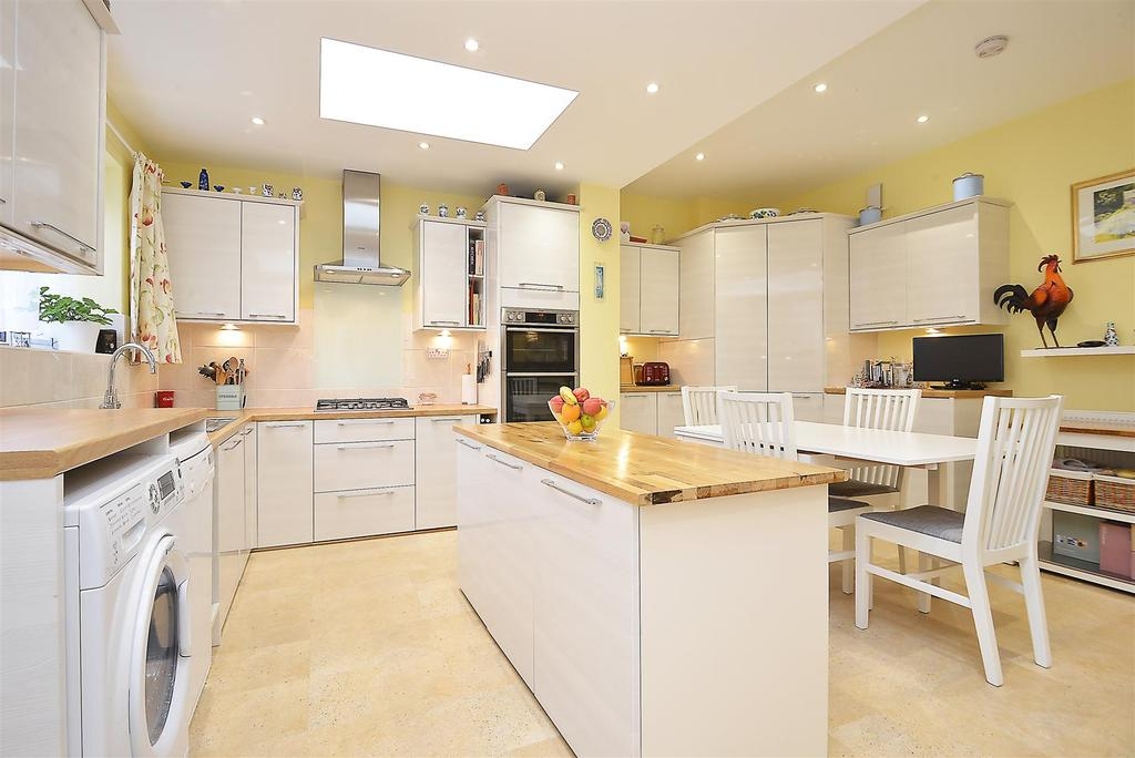 3 Bedrooms Terraced House for sale in Fieldend Road, Streatham Vale, SW16