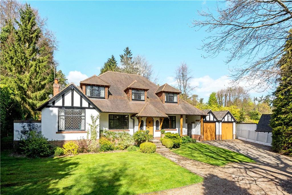 5 Bedrooms Detached House for sale in Green Dene, East Horsley, Leatherhead, Surrey, KT24