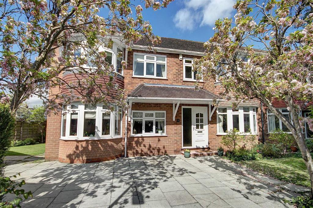 5 Bedrooms Semi Detached House for sale in Tewkesbury Avenue, Hale, Cheshire
