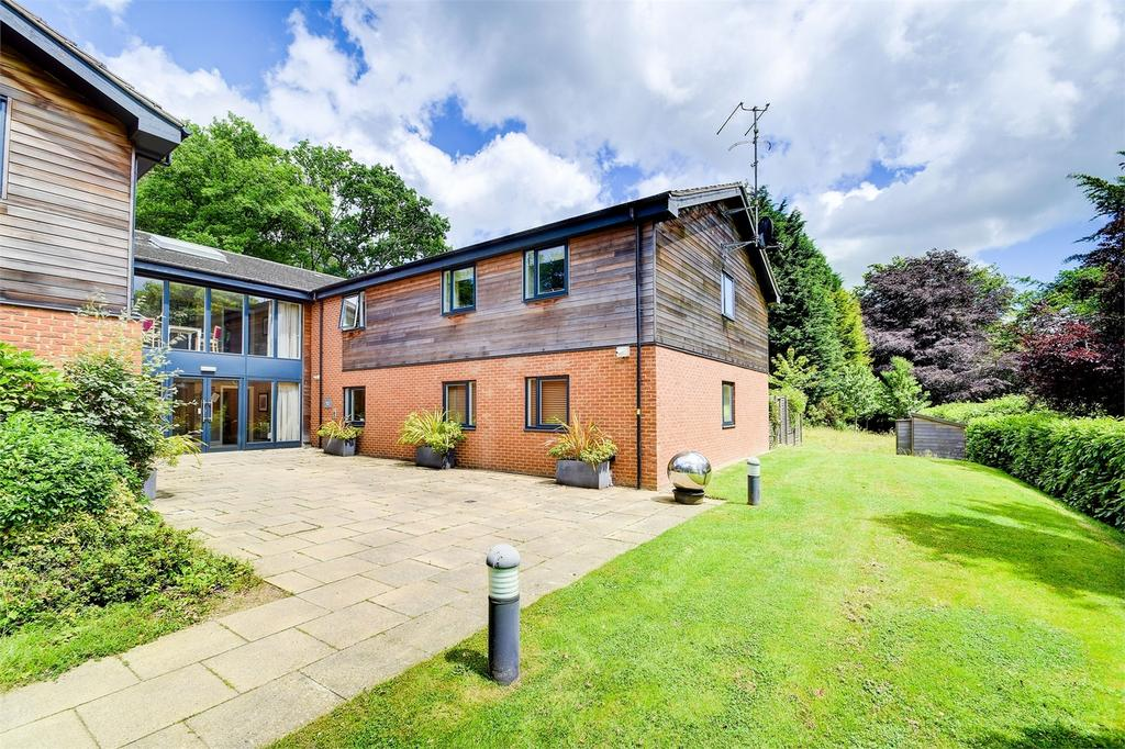 1 Bedroom Flat for sale in Howard Place, Wispers Lane, HASLEMERE, Surrey