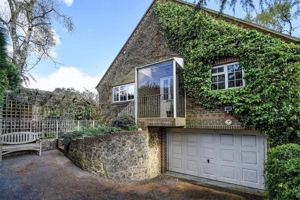 4 Bedrooms Detached House for sale in Grove Road, BEACON HILL, Hindhead