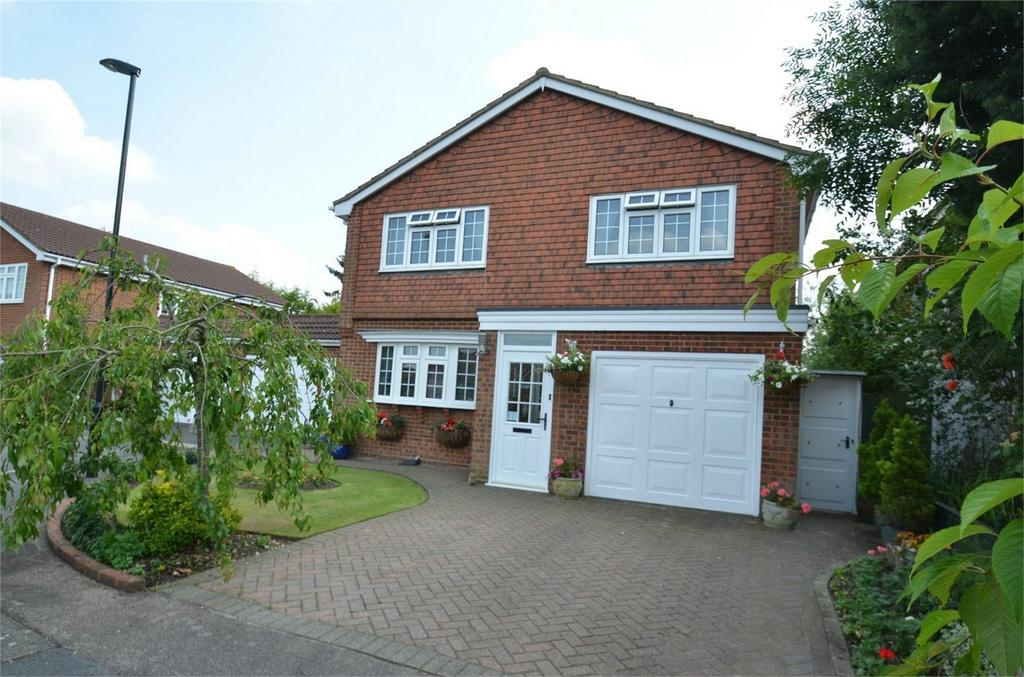 4 Bedrooms Detached House for sale in Camrose Close, Shirley, Croydon, Surrey