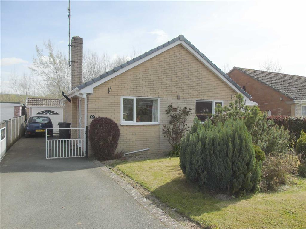 2 Bedrooms Detached Bungalow for sale in 25, Acrefield Avenue, Guilsfield, Welshpool, Powys, SY21