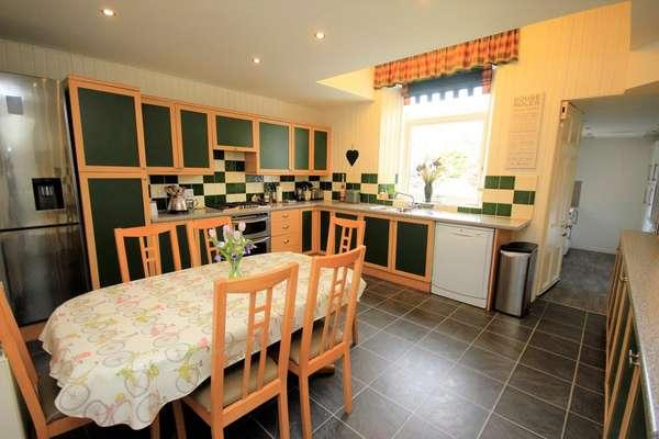 4 Bedrooms Flat for sale in 54 London Road, Kilmarnock, KA3 7AJ