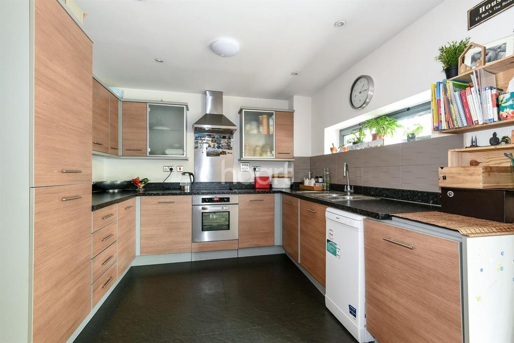 2 Bedrooms Flat for sale in Crown Dale, Upper Norwood, SE19