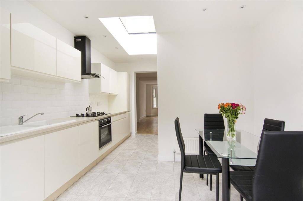 2 Bedrooms Terraced House for sale in Aldworth Road, London, E15