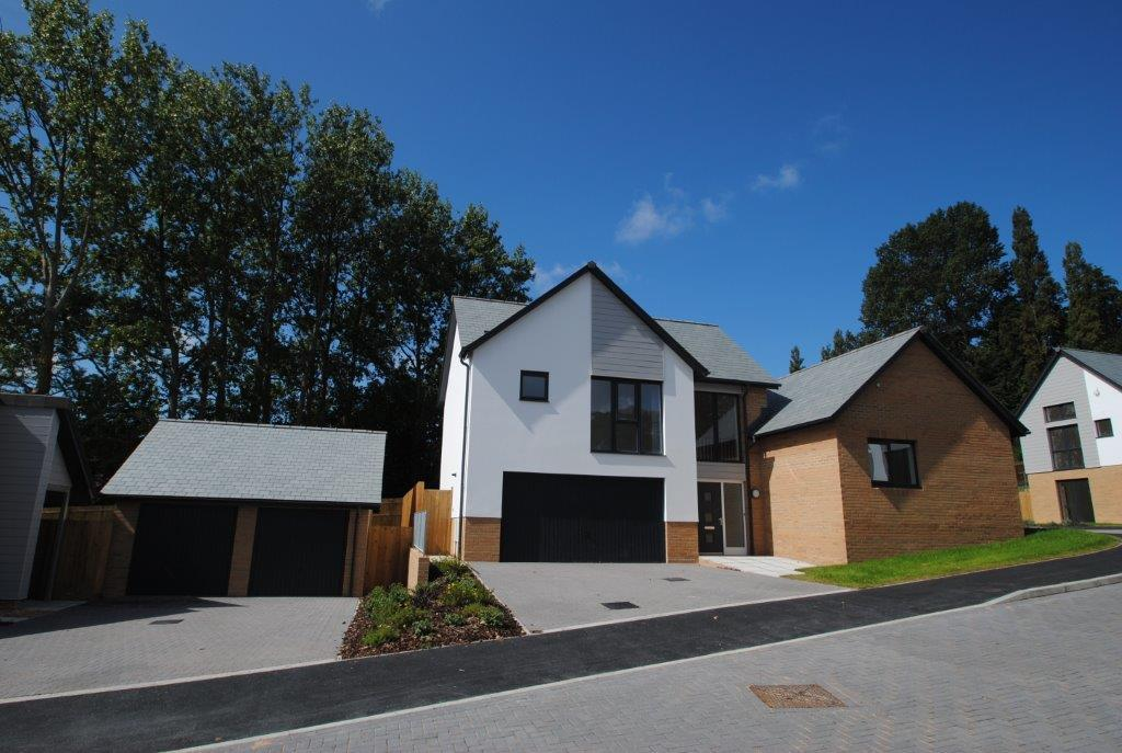 3 Bedrooms Detached House for sale in Clevelands Park, Northam