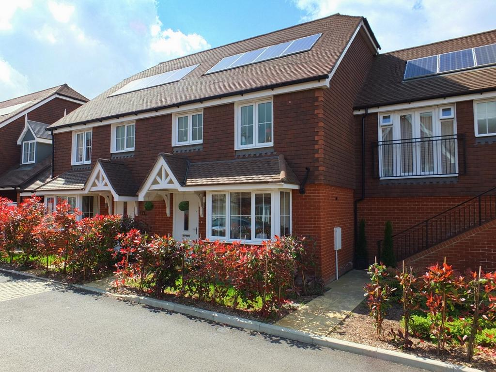 3 Bedrooms House for sale in Nettle Grove, Lindfield, RH16