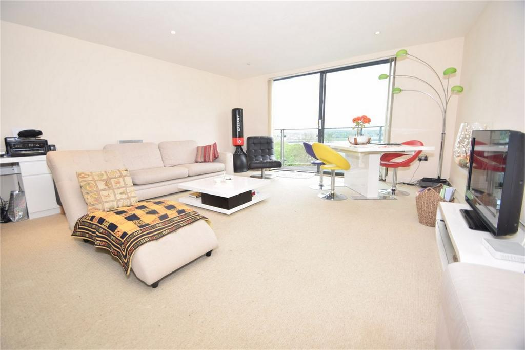 2 Bedrooms Flat for sale in Barrier Road, Chatham, Kent