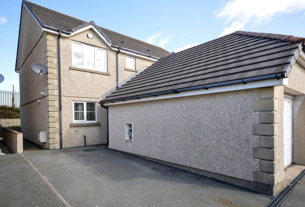 3 Bedrooms Semi Detached House for sale in Felin Wen, Holyhead