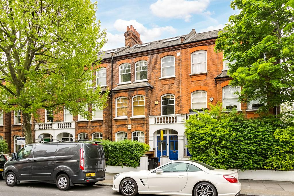 2 Bedrooms Flat for sale in Prince of Wales Drive, Battersea Park, London
