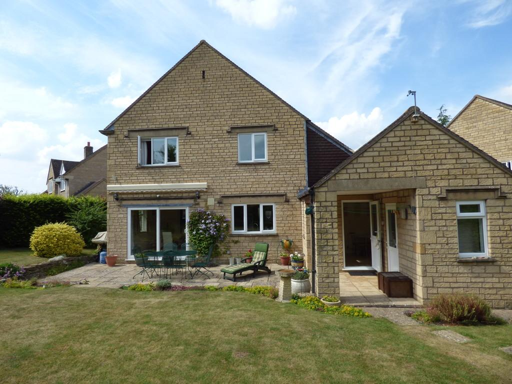 3 Bedrooms Detached House for sale in Cotswold Close, Tredington