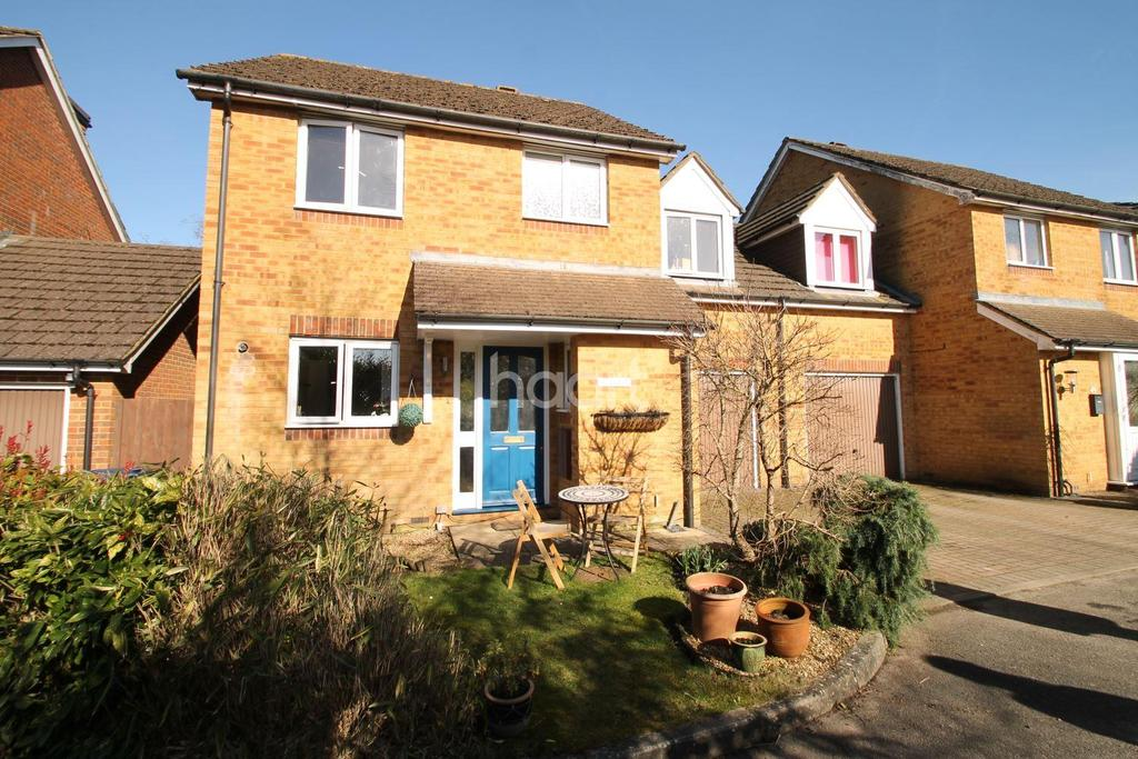 4 Bedrooms Detached House for sale in Glen Road, Beacon Hill, Hindhead