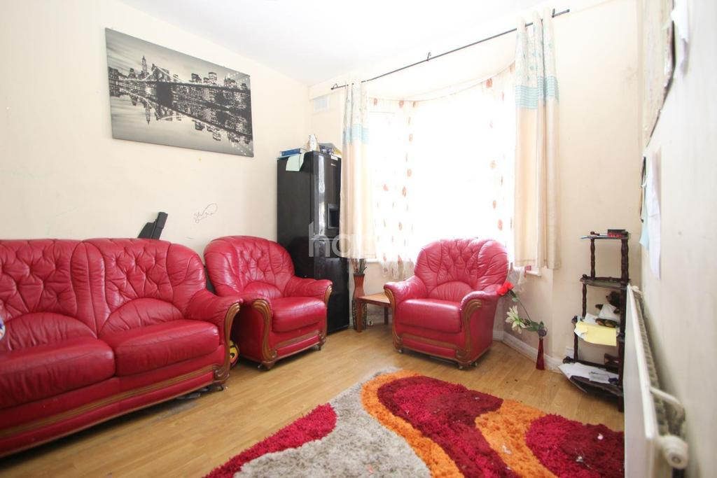 3 Bedrooms Terraced House for sale in Albert Square, London, E15