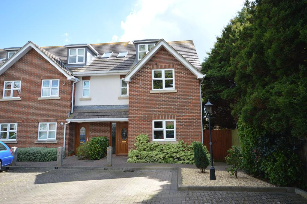 4 Bedrooms Semi Detached House for sale in Bluebell Gardens, New Milton