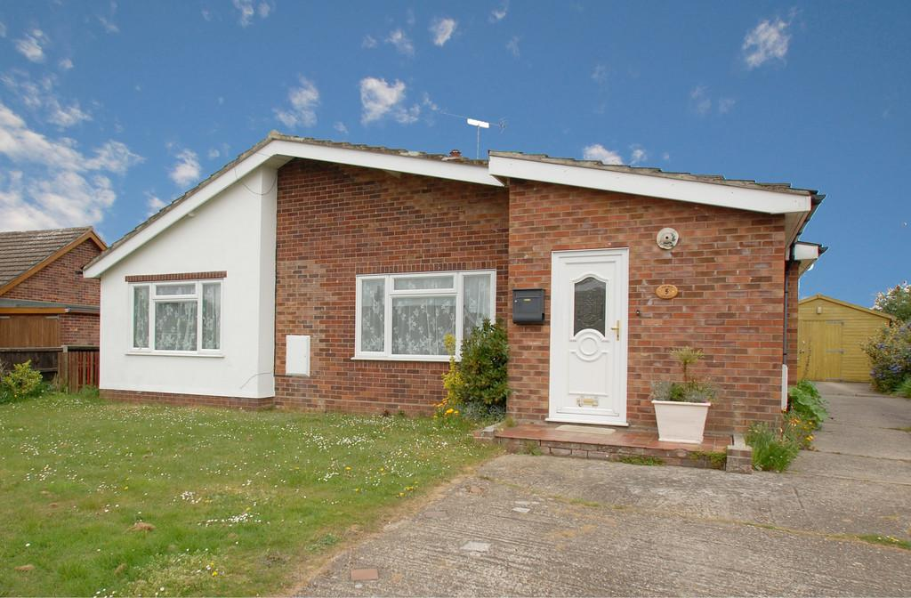4 Bedrooms Detached Bungalow for sale in Bradfield Close, North Walsham