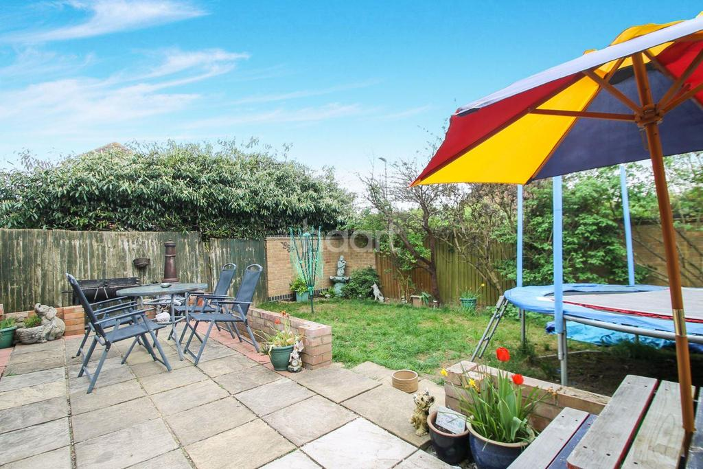 4 Bedrooms Detached House for sale in Perfect Family Home In Bushmead
