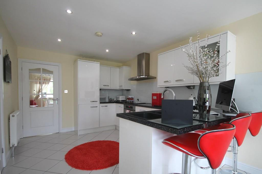3 Bedrooms Semi Detached House for sale in Halewick Lane, Sompting, BN15 0ND