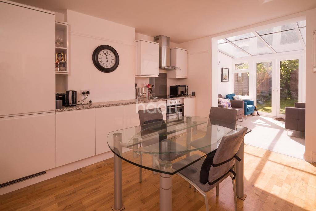 2 Bedrooms Flat for sale in Fleetwood Road, NW10