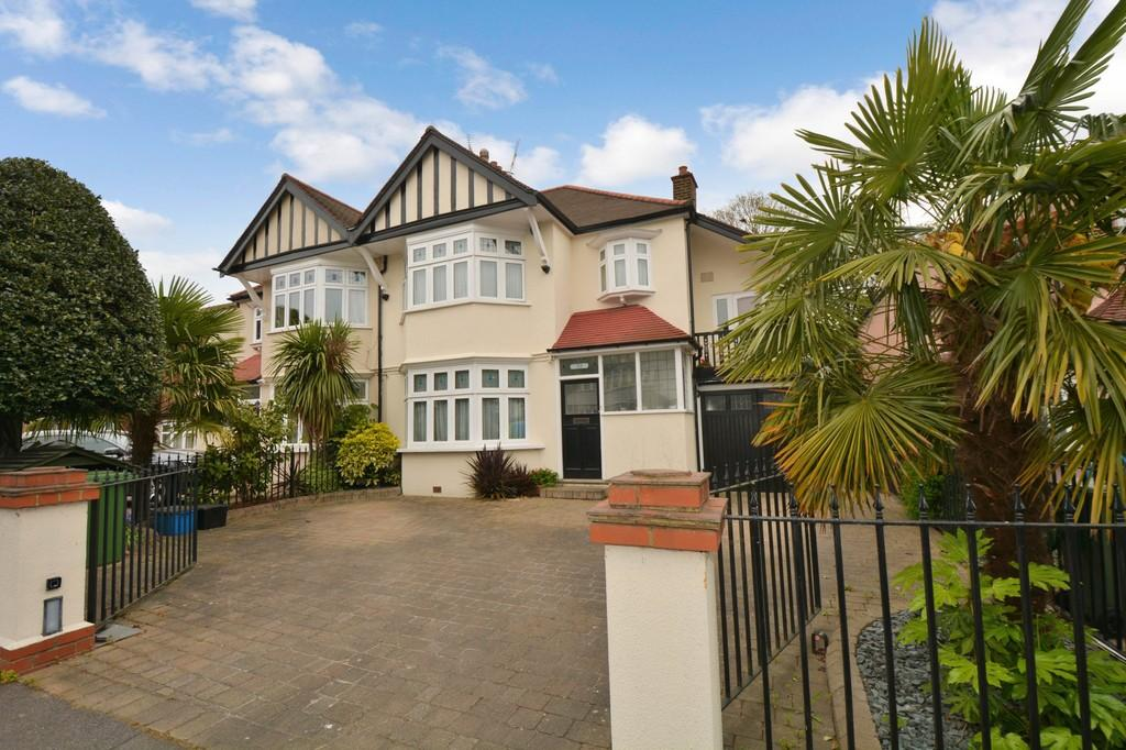 5 Bedrooms Semi Detached House for sale in Draycot Road, Wanstead