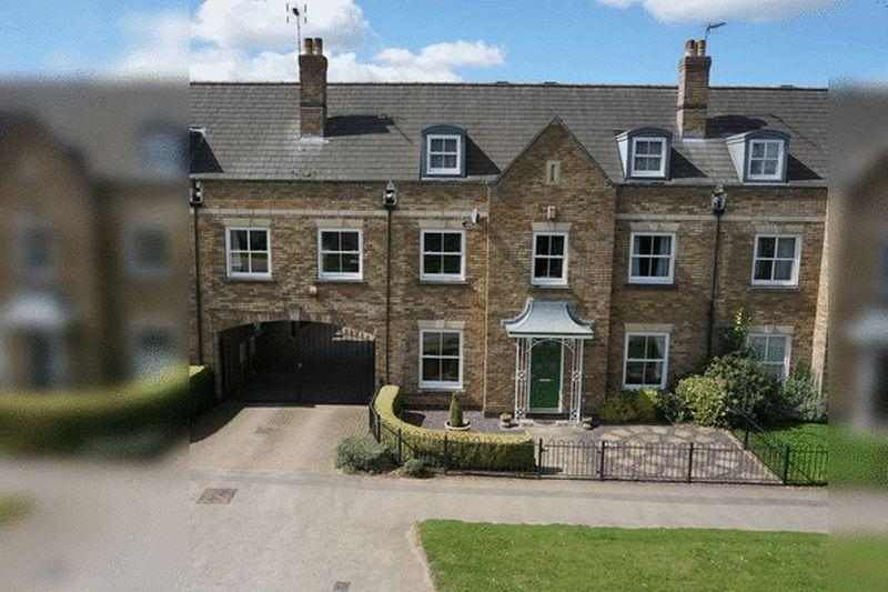 5 Bedrooms Town House for sale in Caistor Drive, Bracebridge Heath