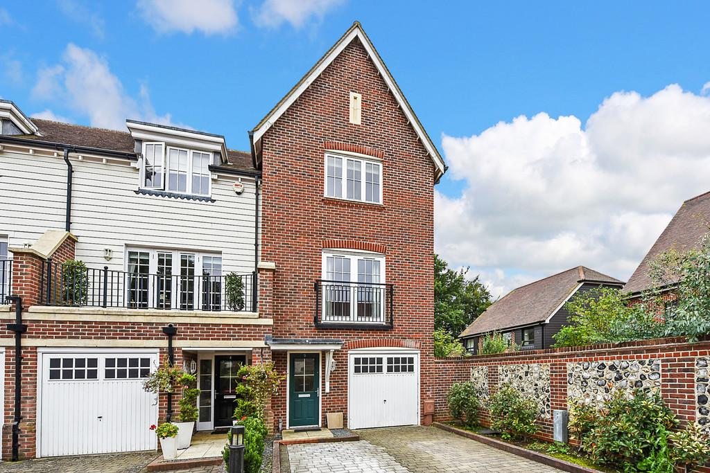 3 Bedrooms Town House for sale in Stane Street, Westhampnett