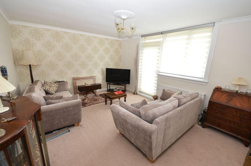 3 Bedrooms Apartment Flat for sale in Park Lane, Kilsyth