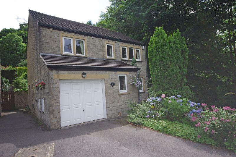 4 Bedrooms Detached House for sale in 29 School Close, Ripponden