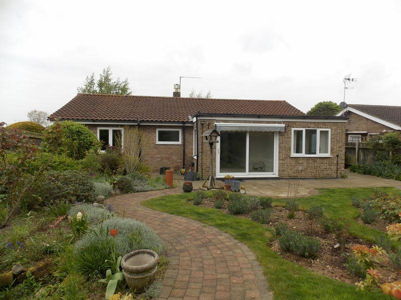 3 Bedrooms Bungalow for sale in Paddock Way, Troston