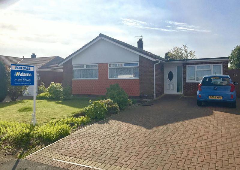 3 Bedrooms Detached Bungalow for sale in Melton Road, Higher Runcorn